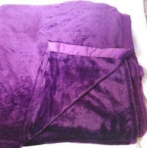 Eggplant full/Queen classic velvety plush blanket